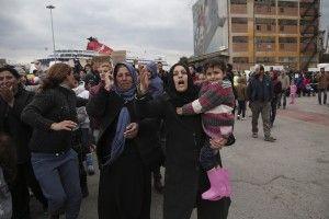 Refugees and migrants are stranded at the port of Piraeus, in Piraeus, on March 16 , 2016 / Εγκλωβισμένοι μετανάστες και πρόσφυγες στο λιμάνι του Πειραιά, στον Πειραιά, στις 16 Μαρτίου , 2016