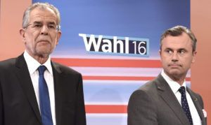 Presidential candidates Alexander Van der Bellen (L) of Austrian Greens and Norbert Hofer (R) of Austrian Freedom party attend a television discussion after the second round of the Austrian President elections on May 22, 2016, at the Hofburg palace in Vienna. / AFP / HELMUT FOHRINGER / Austria OUT        (Photo credit should read HELMUT FOHRINGER/AFP/Getty Images)