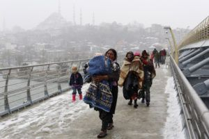 Syrian refugees brave the cold and snow as they walk to a metro station in Istanbul February 11, 2015, at the start of a day's begging. The civil war, which began as a popular uprising against President Bashar al-Assad in March 2011, has killed 200,000 people and turned 3 million more into refugees. At least 3.7 million people have fled Syria's almost four-year conflict and are registered as refugees, mainly in neighbouring states. Jordan hosts 622,000 Syrian refugees, Lebanon 1.16 million, Turkey 1.6 million and Iraq 233,000, UNHCR figures show.   REUTERS/Murad Sezer (TURKEY - Tags: POLITICS SOCIETY ENVIRONMENT IMMIGRATION POVERTY TPX IMAGES OF THE DAY) - RTR4P4JR