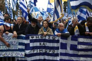 Thousands of people are demonstrating in Syntagma square protesting on the use of the term 'Macedonia' by FYROM in an eventual erga omnes solution, Athens, Greece on February 4, 2018. / Χιλιάδες κόσμου διαδηλώνουν στην πλατεία Συντάγματος, διαμαρτυρόμενοι για την χρήση του όρου Μακεδονία ως συνθετικό της τελικής διεθνούς ονομασίας της ΠΓΔΜ, Αθήνα, 4 Φεβρουαρίου 2018.